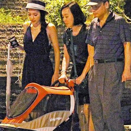蘋果日報:王思佳肚皮沒動靜 爸媽只好遛犬子